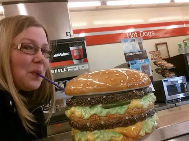 صور مضحكة أشخاص يأكلون المثلجات بكل جنون