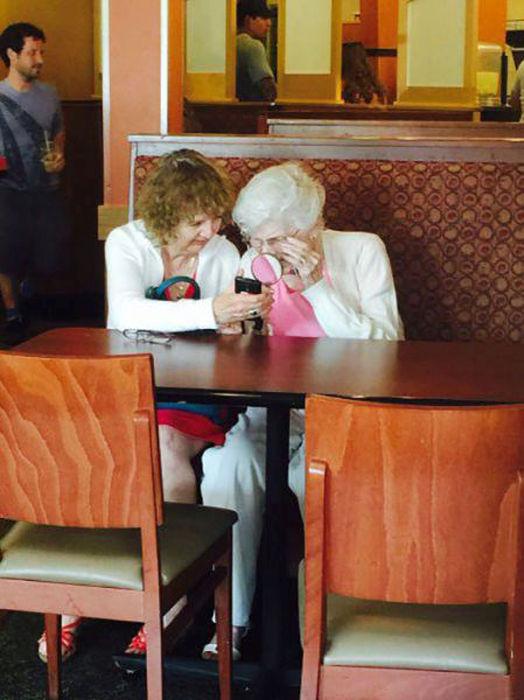 صور طريفة : ناس ماودك انهم يستخدمون التقنية