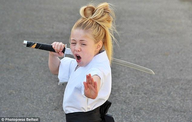 طفلة بسن ال9 تمتلك مهارة فريدة في فنون القتال