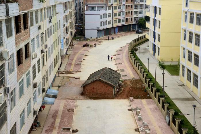 منزل صغير يعاند السلطات الصينية