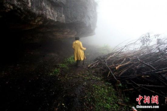 امرأة صينية تعيش داخل كهف لمدة عامين