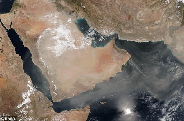 العاصفة الترابية على السعودية وشبه الجزيرة العربية من الأقمار الصناعية