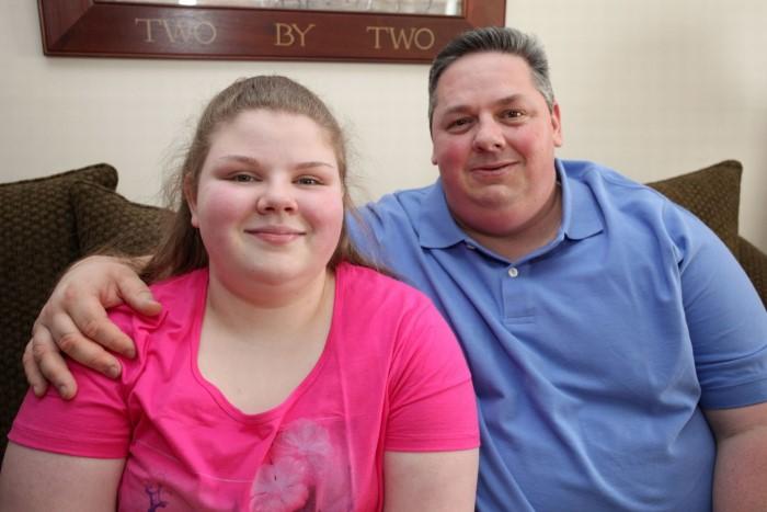 أب وابنته لديهم أعرض لسان في العالم
