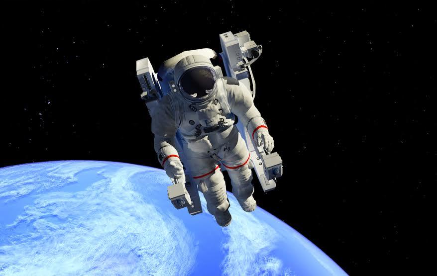 الإنسان في الفضاء