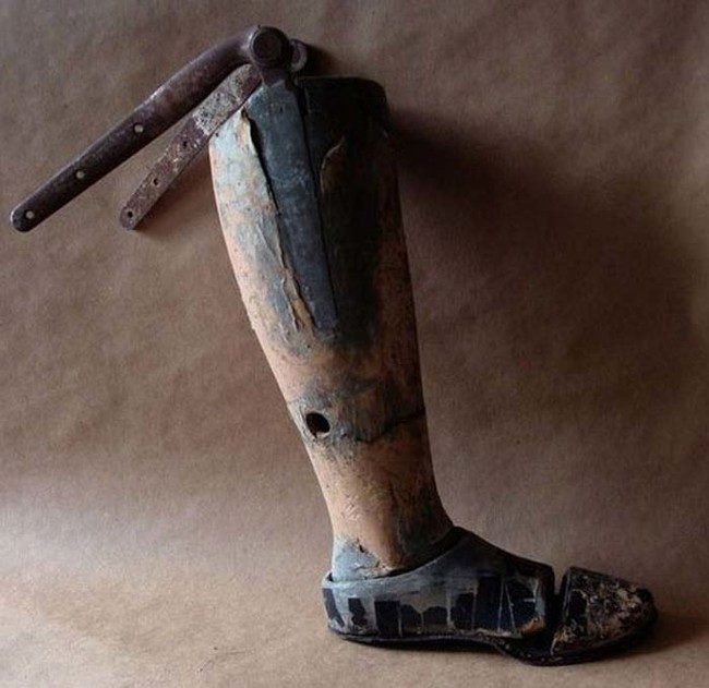 ساق اصطناعية قديمة