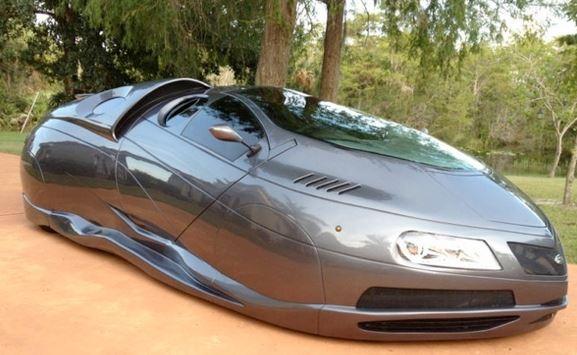 سيارة من الألياف الزجاجية