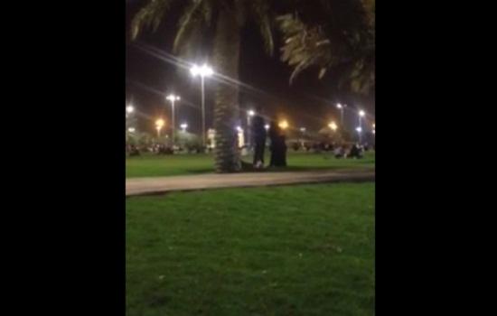 فيديو صلاة-مرأة-برجل