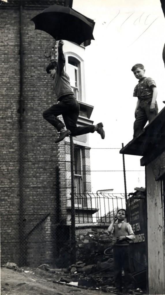 تجربة القفز بالمظلة، 1963م.