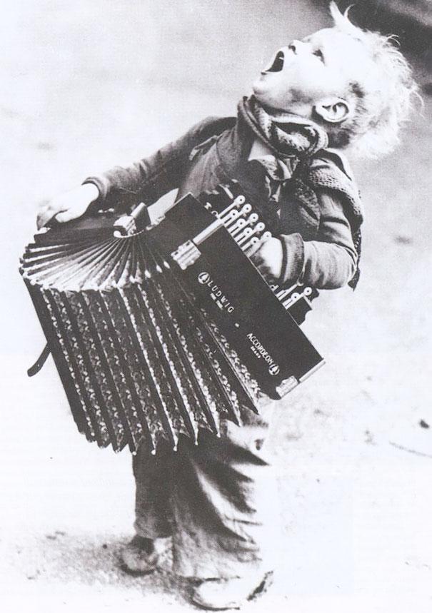 الموسيقي الصغير، 1920s.