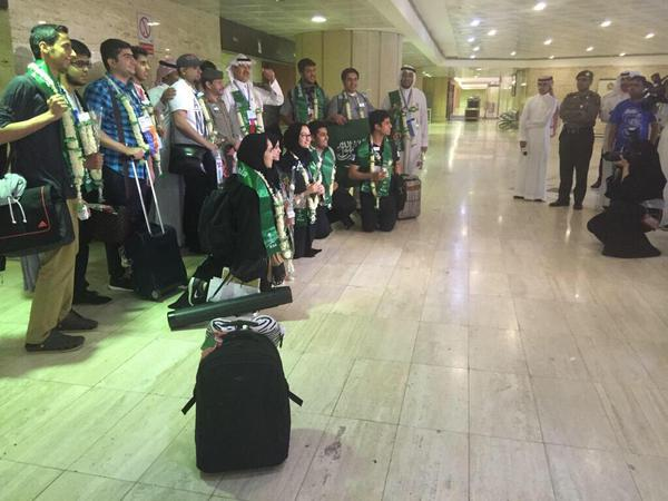 صور منوعة استقبال حافل في مطار الملك خالد لمنتخب العلوم