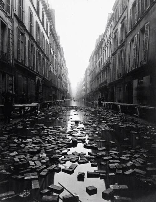 صورة لفيضان مكتبة باريس عام ١٩١٠