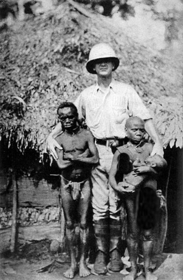 أقزام البنغا من أفارقة الكونغو بعد صيدهم من الأمريكان