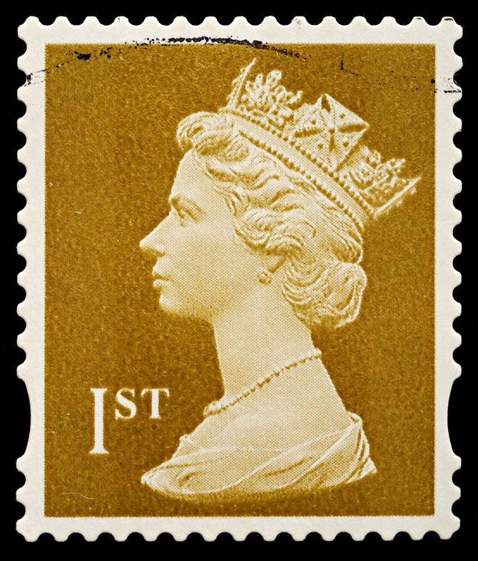 يحظر القانون الإنجليزي لصق الطوابع التي تحمل صورة الملكة إليزابيث الأولى رأسا على عقب
