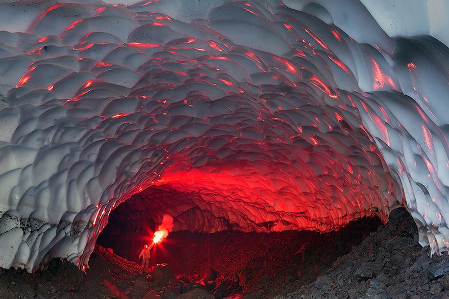 كهف جليدي في روسيا