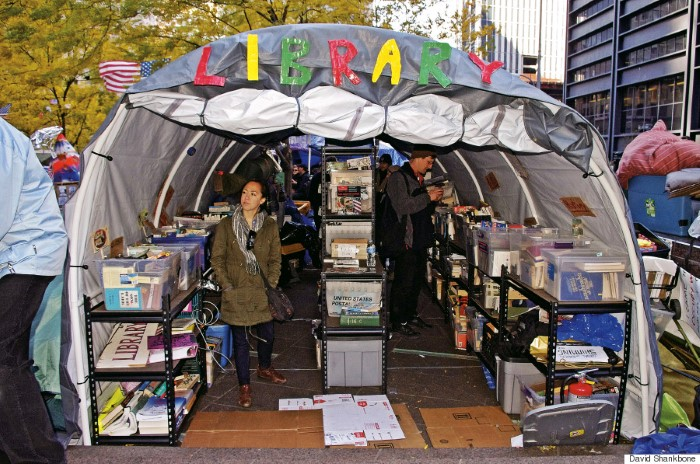 مكتبة في الشارع