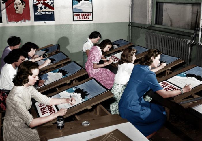 ملصقات دعائية للحرب العالمية الثانية في ميناء واشنطن، نيويورك، (1942)