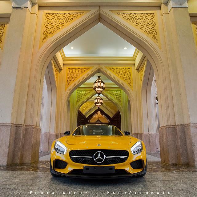 ميرسيدس GTs  الصفراء