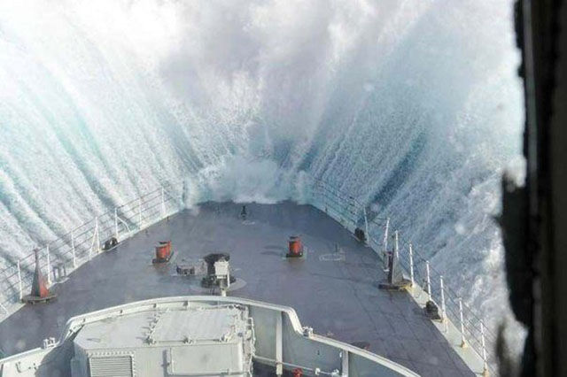 سفينة تغرق