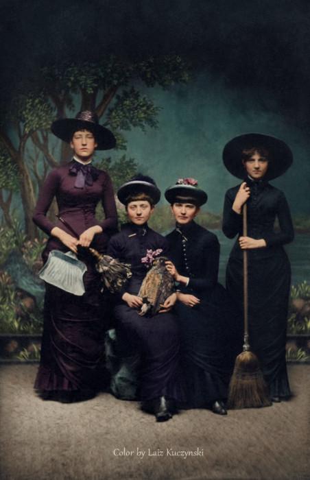 نساء بأزياء السحرة، (1875) صور قديمة جدا
