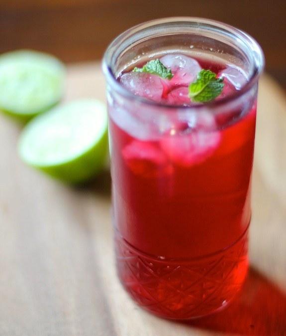 المشروبات المنعشة الطبيعية  شاي زهرة الكركاديه الجمايكية