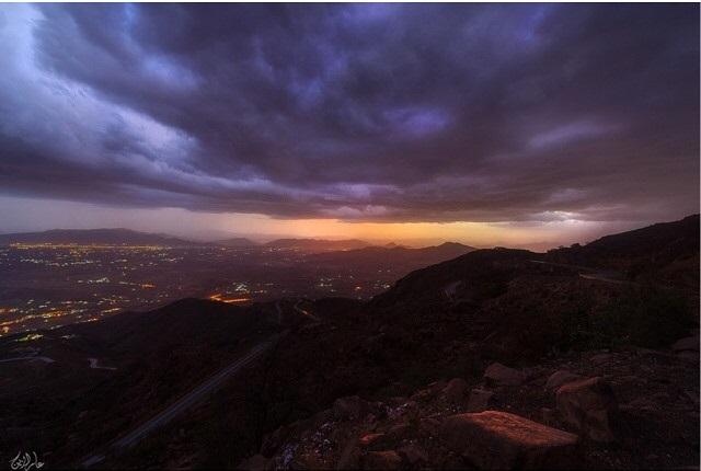سحر الطبيعة في جبل ضرم بالسعودية