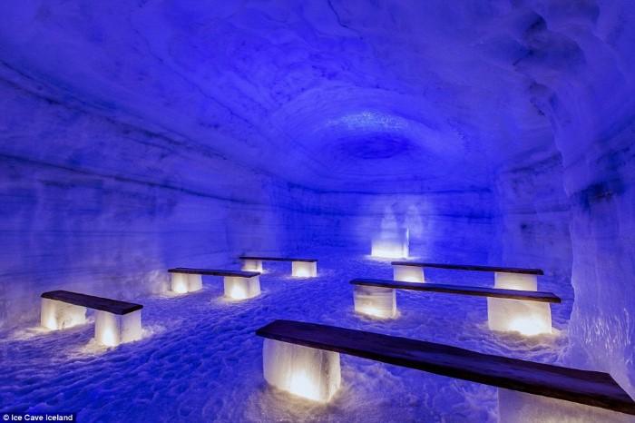 جولة داخل أكبر كهف جليدي من صنع الانسان في أيسلندا