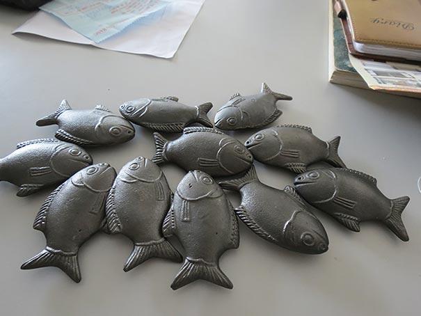 سمكة معدنية صغيرة  تحتوي على الحديد وفيتامين سي