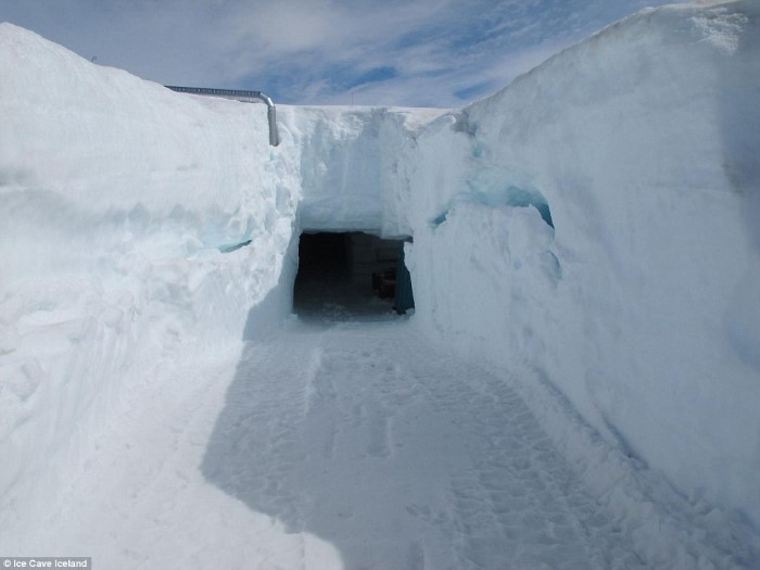 أكبر كهف جليدي