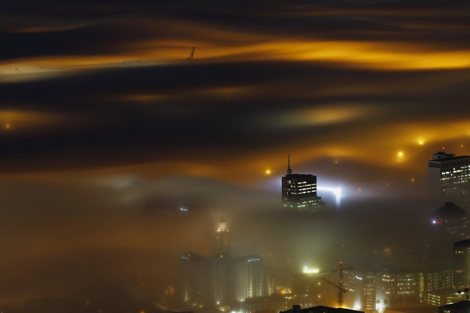 cities-in-the-clouds-when-skyscrapers-and-fog-meet
