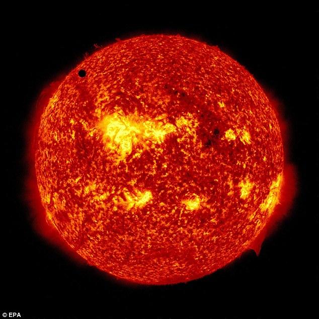 إسبانية تبيع الشمس2