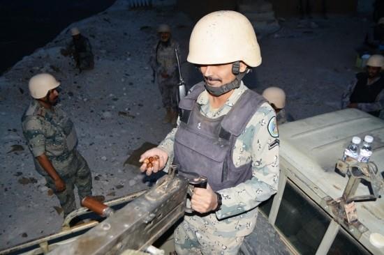 جنودنا البواسل حماة الوطن وهم يتناولون إفطارهم