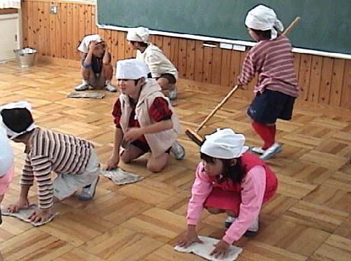 لا يوجد في المدارس اليابانية عامل تنظيف
