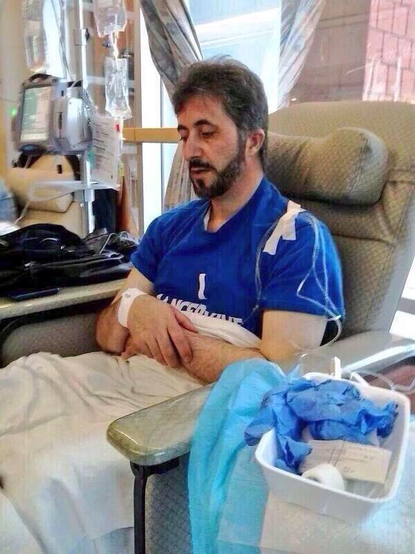 مريض بالسرطان يصلي أثناء علاجه بالكيماوي