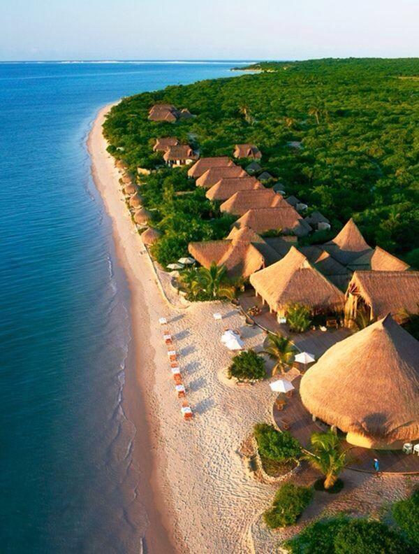 روعة وجمال شاطئ موزنبيق.