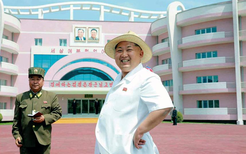 الزعيم الكوري الشمالي كيم جونغ أون يزور دار حضانة شيدت حديثا للأيتام في الساحل الشرقي لكوريا الشمالية