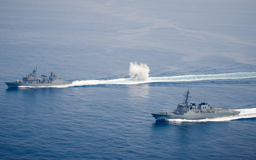تدريبات عسكرية مشتركة بين القوات البحرية التابعة للويلايات المتحدة الأمريكية وكوريا الجنوبية لمواجهة أي خطر من غواصات الجيش الكوري الشمالي
