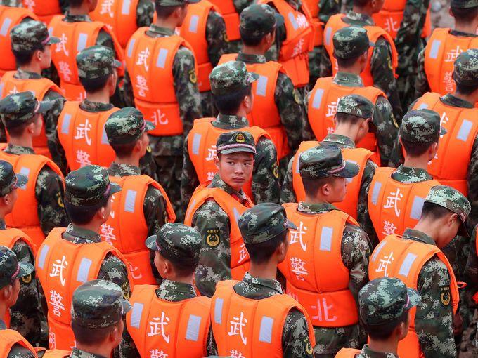 """صور حول العالم رجال الإنقاذ يشاركون في تأبين رسمي لضحايا سفينة """"النجمة الشرقية"""""""