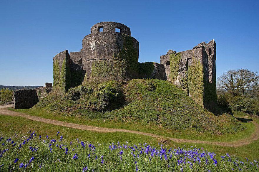 قلعة دينفور