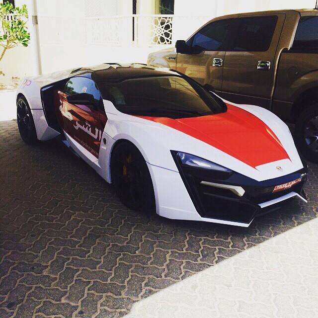 سيارة شرطة أبوظبي Lykan Hypersport صور منوعة