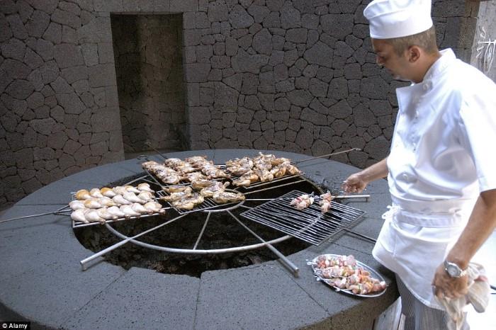 مطعم يستخدم لهيب البراكين لشوي اللحوم