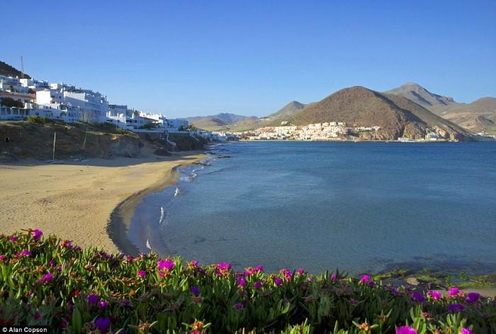 كابو دي غاتا - الأندلس، إسبانيا أجمل شواطي البحر الأبيض المتوسط