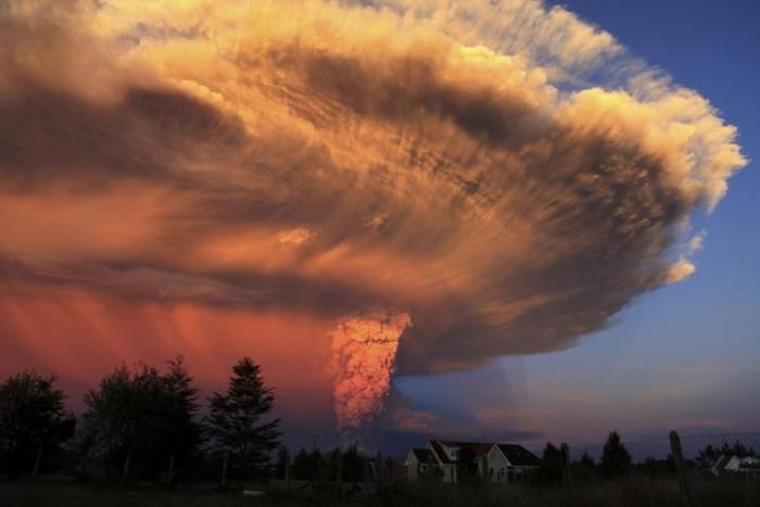بركان كالبوكو بالقرب من بلدة بويرتو فاراس، شيلي