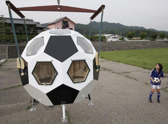 منزل على شكل كرة قدة