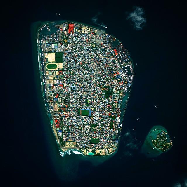 مالي، هي العاصمة والمدينة الأكثر اكتظاظاً بالسكان في جمهورية جزر المالديف