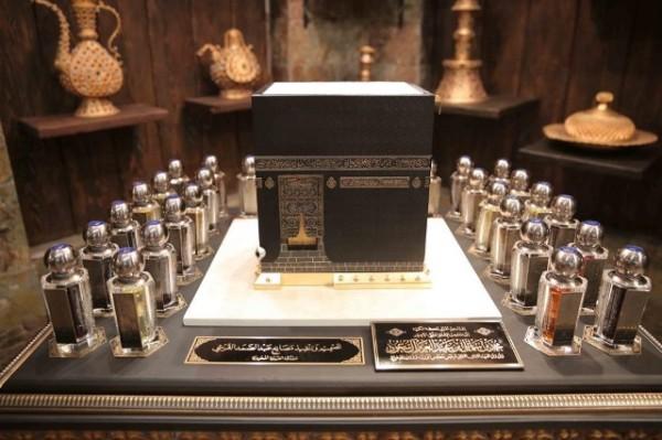 مجسم الكعبة المشرفة هدية الملك سلمان من أهالي مكة