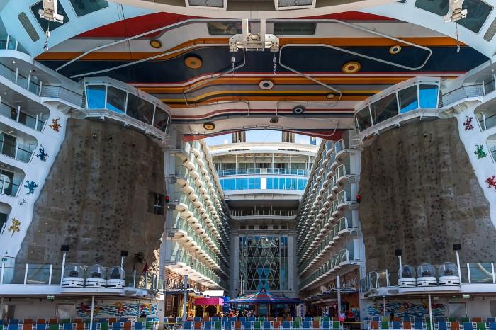 السياحة في أكبر سفن العالم