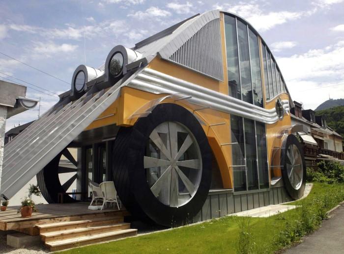 منزل على شكل سيارة  أغرب المنازل في العالم