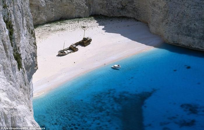 شاطئ Navagio - زاكينثوس، اليونان