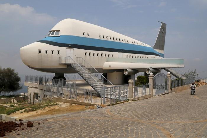 بيت الطائرة في قرية مزيارة، لبنان