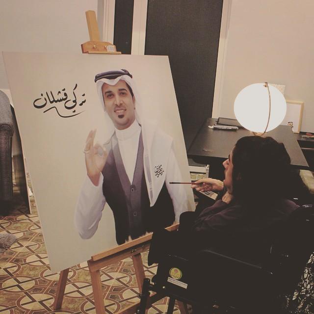 رغم الإعاقة راكان كردي يصنع لوحات تشكيلية إبداعية